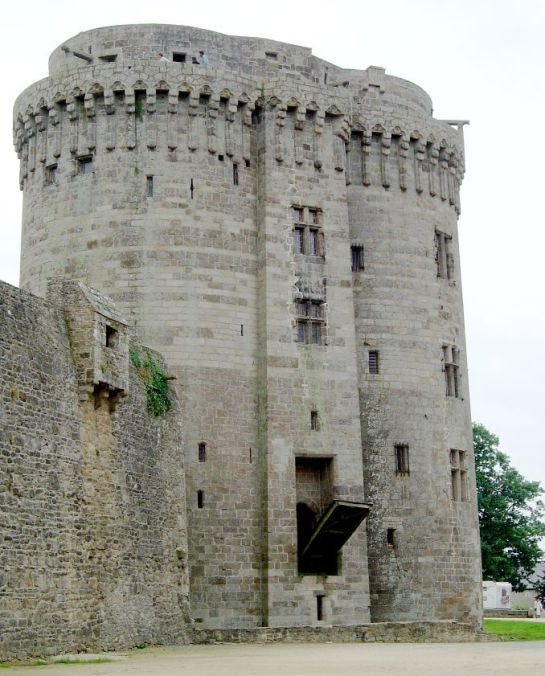 Chateau_Dinan1